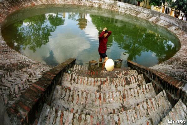 đi lấy nước ở giếng làng