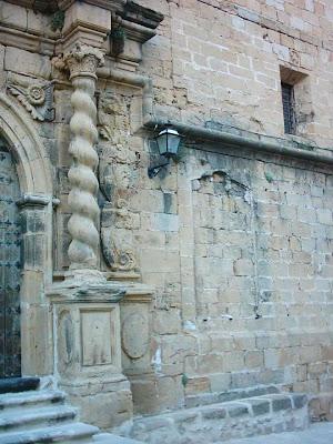 iglesia ,San Bartolomé, plaza ,Beceite ,Beseit, fachada, placas retiradas