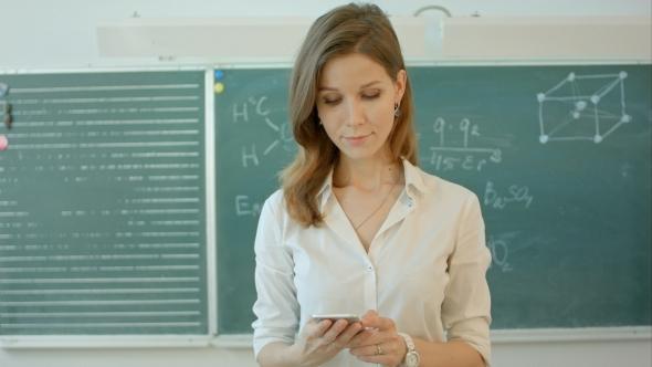 how to call a teacher on the phone