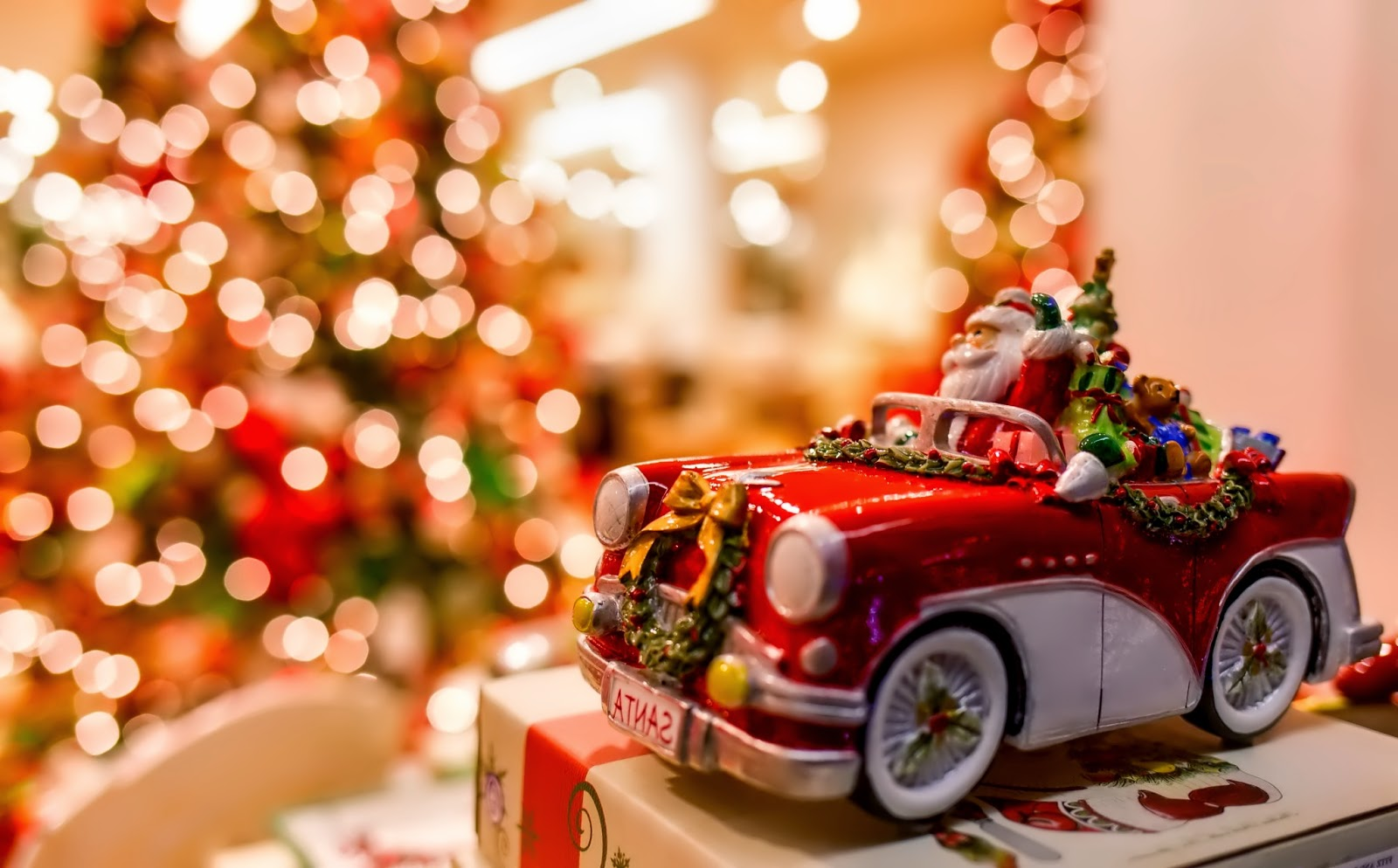 Santa-claus-toy-in-car-with-gift-bag-Christmas-dolls-image.jpg