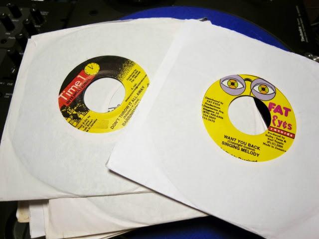 バイブスレコードでは7インチレコードを使ったDJを個人レッスンでレクチャーしています。
