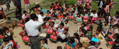 image operation christmas child gift giving shoebox charity