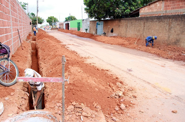 Prefeitura intensifica as obras de implantação da rede coletora de esgoto do Jardim Brasília II