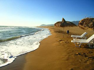 Κακόβατος Ζαχάρως - Η τροπική παραλία που έχει κάτι από έρημο