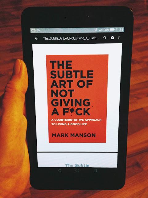 Tento e-book ma neskutočne zabavil a pomohol mi.