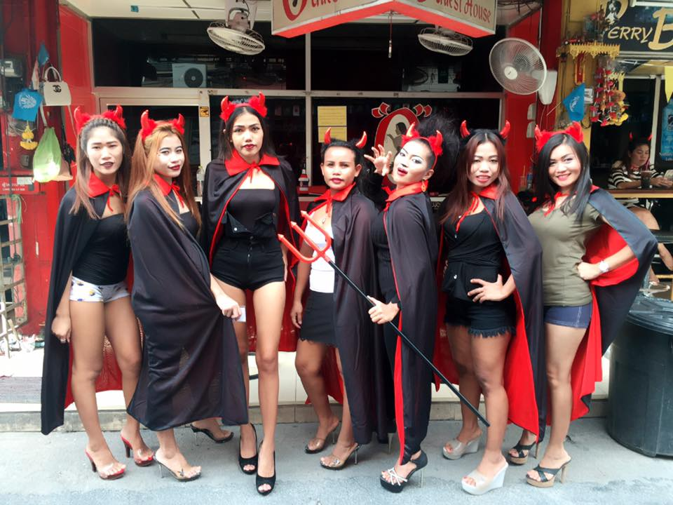 PATTAYA NIGHT CLUBS: Halloween O Bar Soi6 Pattaya
