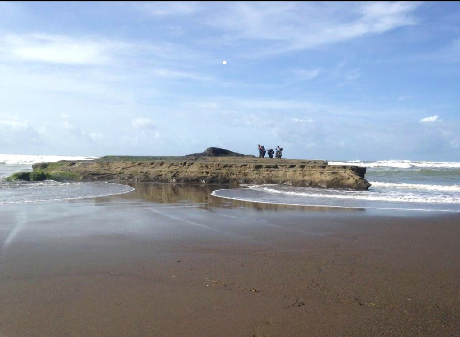 Pesona Pantai Citanggeuleuk Garut + Foto dan Rute
