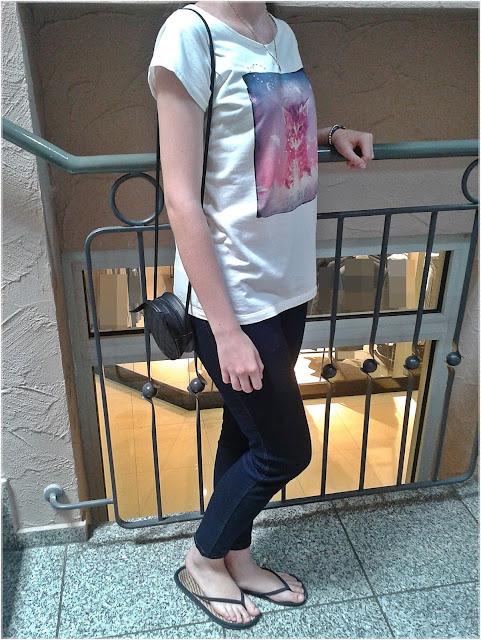 Bluzka z kotem, jeansy 7/8, japonki, bransoletki, torebka z uszami kota