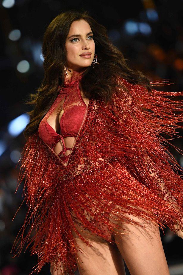 Russian-model-Irina-Shayk-presents-a-cre