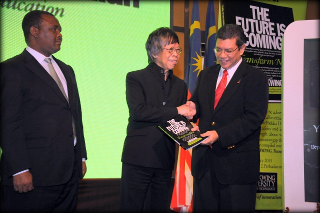 Deputy Prime Minister and Minister of Housing and Local Government, Lesotho, Hon. Mothejoa Metsing. Tan Sri Dato Sri Paduka Dr Limkokwing, Founder President, Limkokwing University of Creative Technology and Deputy Minister of Ministry of Higher Education, YB Dato Saiffudin Abdullah. Launching the Future is Coming: Transform Now Book