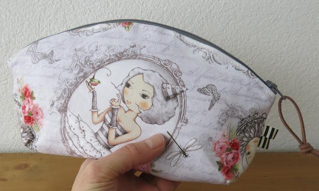 Luna Lovequilts - Petal pouch by Noodlehead - Santoro fabrics