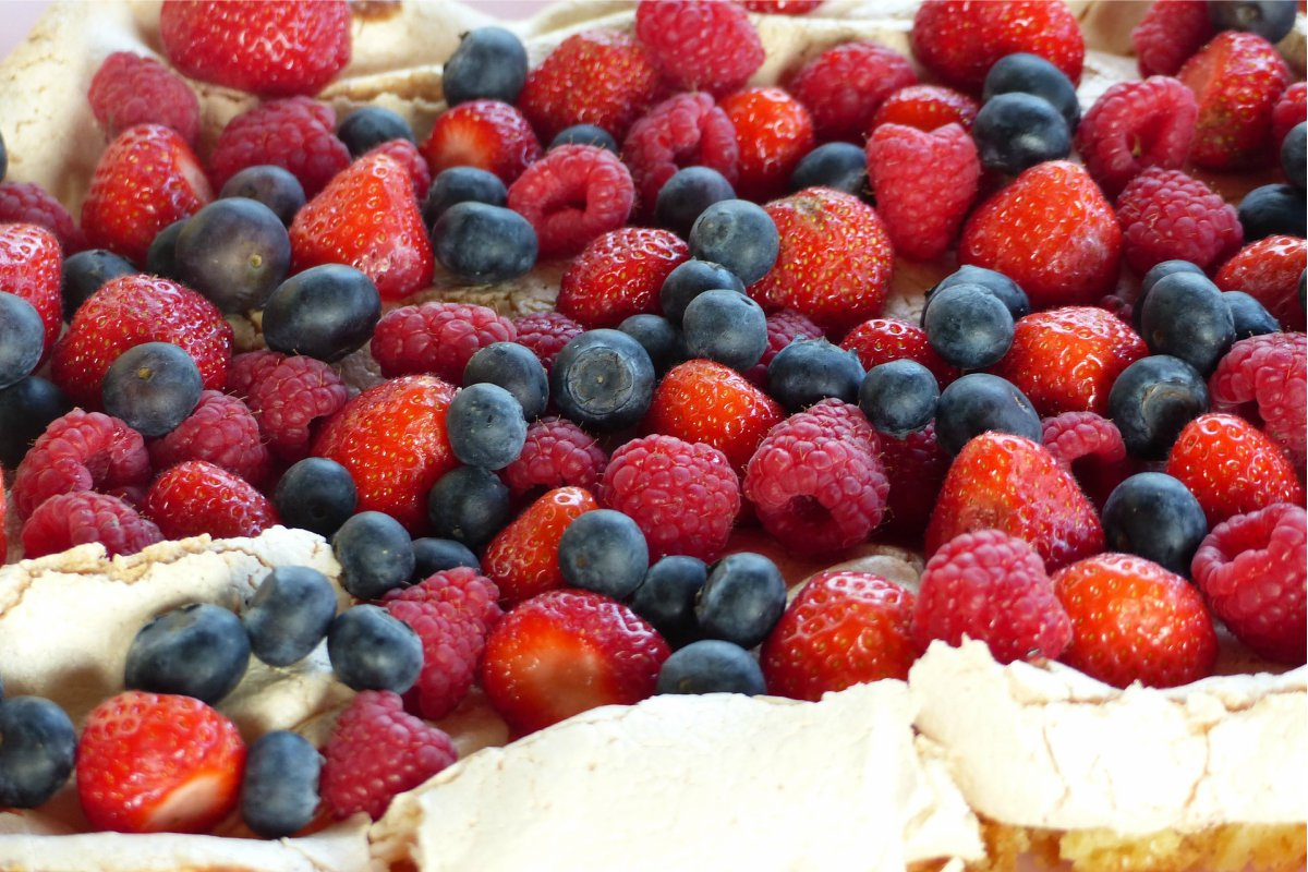21 Fruit And Cream Meringues Recipes To Try Out Over Christmas