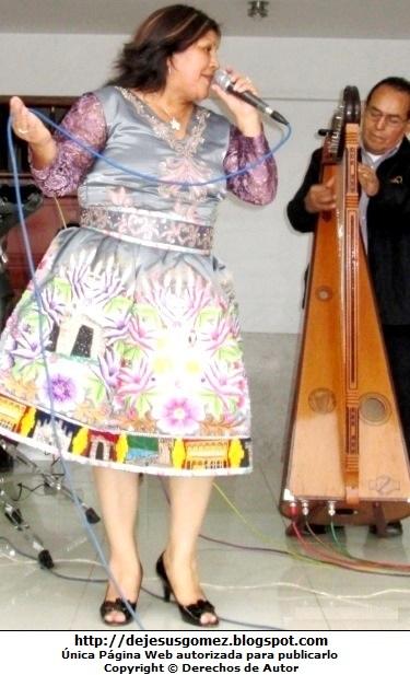 Foto de Perlita de Huaral en plena actuación por Jesus Gómez