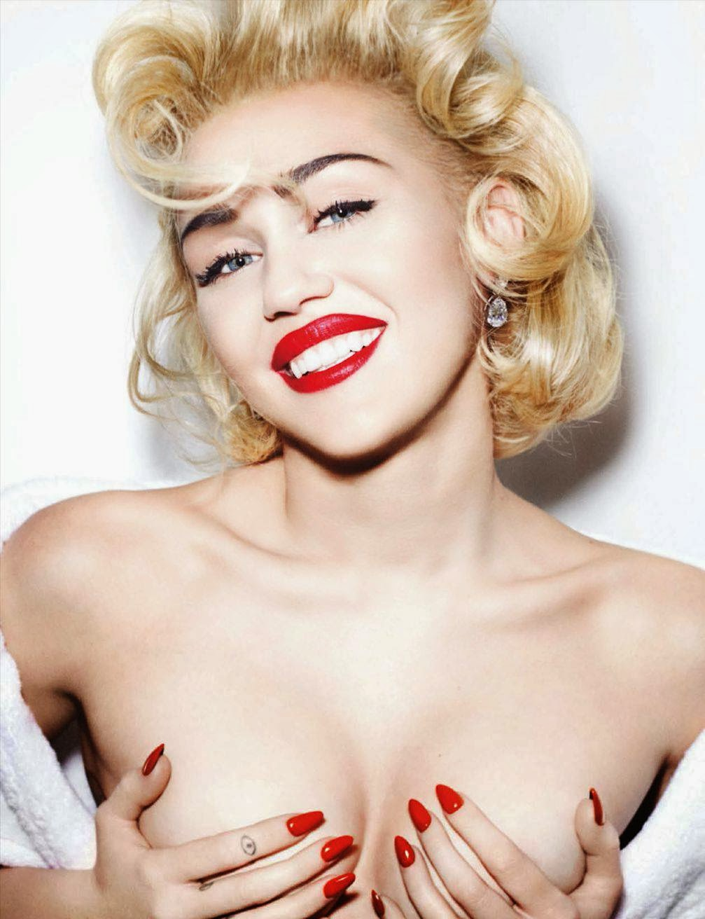 Miley Cyrus Boobs And Pussy