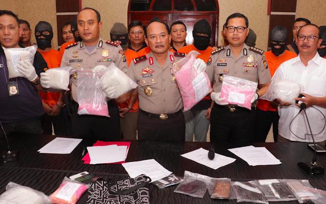 Kapolda Kepri konferensi pers kasus  Ungkap Penangkapan 8 Tersangka Kasus Narkotika di Polres Tanjungpinang