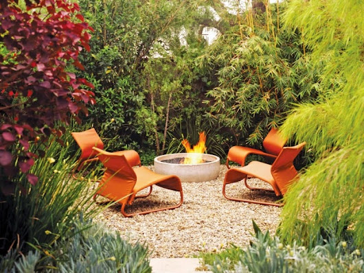 Modern Garden Design With A Fire Pit In The Middle