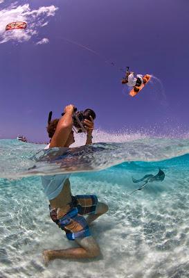 fotografiando deportes extremos en el océano.