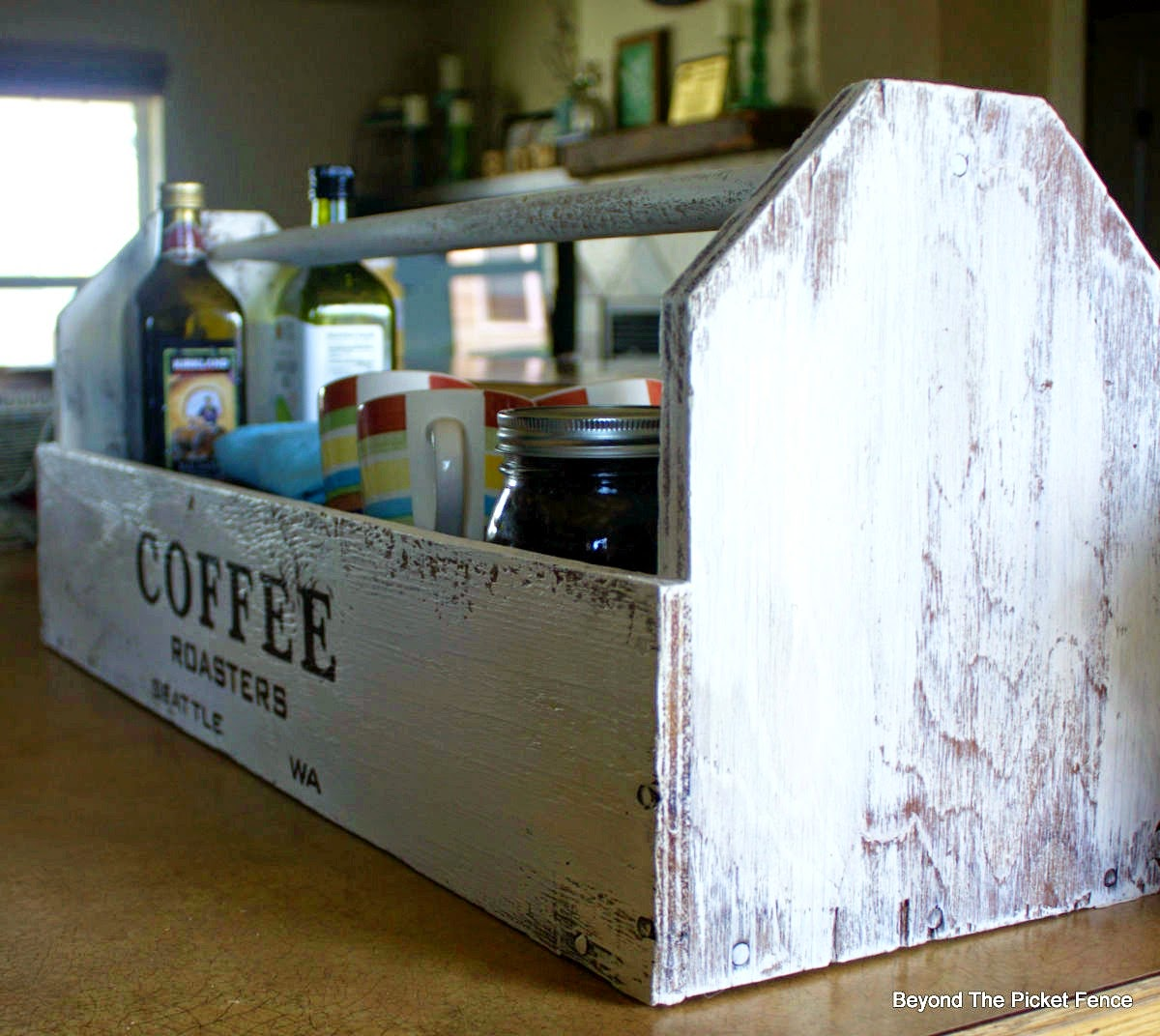 old sign, stencils, toolbox, coffee sign, paint, repurposed, beyond the picket fence,http://bec4-beyondthepicketfence.blogspot.com/2015/04/coffee-toolbox.html
