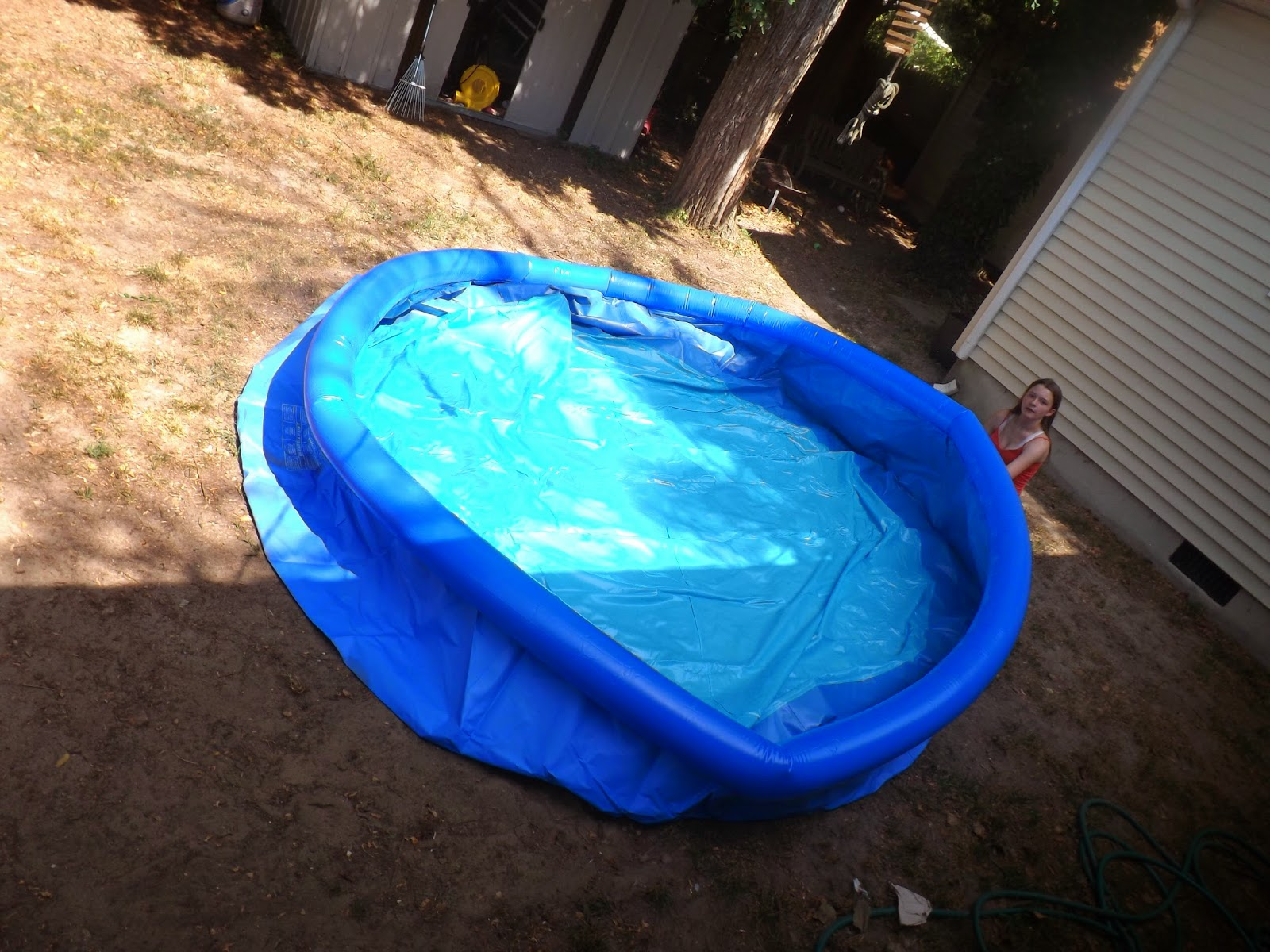 New Age Mama: Backyard Ocean - Float to Fill Ring Pool