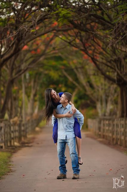 raphael gallo, ensaio romântico, prévia romântica, natureza, flamboyant, e-session, pré wedding, rústico, noivos,  alameda, árvores