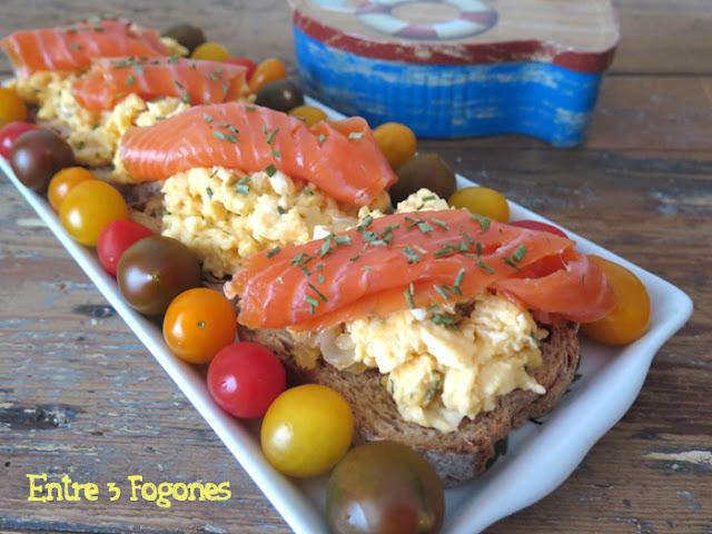 tosta-de-huevos-brouille-con-trucha-ahumada