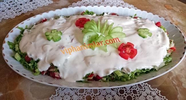 Yoğurtlu Kıvırcık Salata