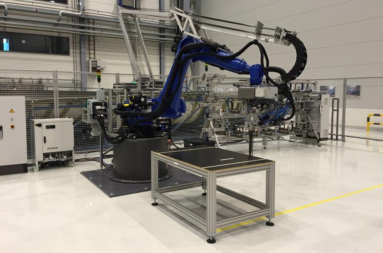 Технология производства композитных деталей с применением антропоморфных роботов