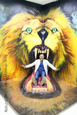 A funny 3D shot of my hubby with lion inside  3D Animation and Celebrity Wax Museum, Macau