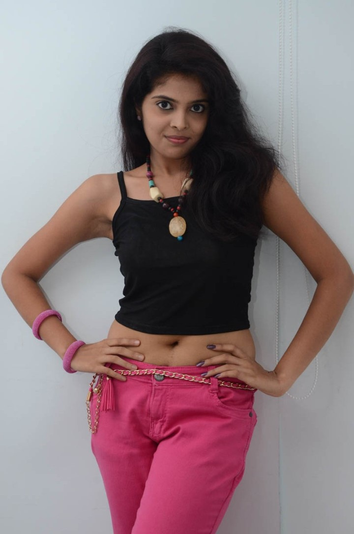 Actress Shravya Expose Deep Navel in Jeans and Top ...