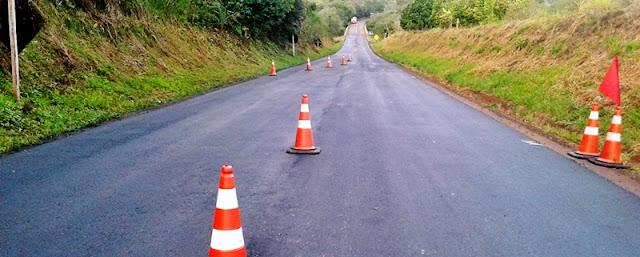 Rodovia PR-487 recebe recuperação asfáltica