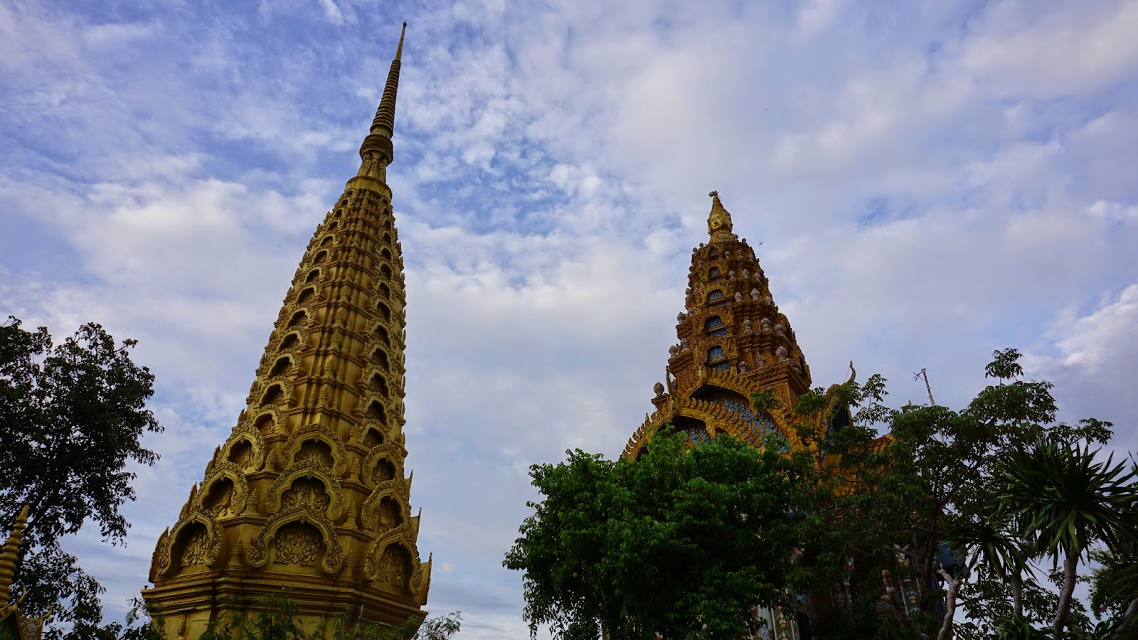 The pagodas atop Phnom Sampeau