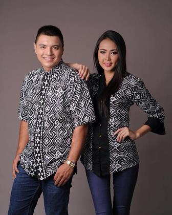 Model Baju Batik Modis Untuk Pasangan Muda