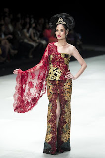 Model Kebaya Anne Avantie Paling Laris