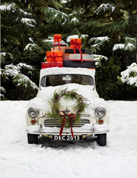 Ravacholle Lifestyle Blog | 6 French Movies to Watch this Christmas, presents on top of a Mini Cooper car with a Christmas Wreath
