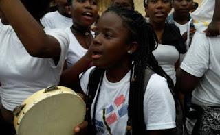 Grupos de descendientes de haitianos y dominicanos se enfrentan en el  Parque Independencia