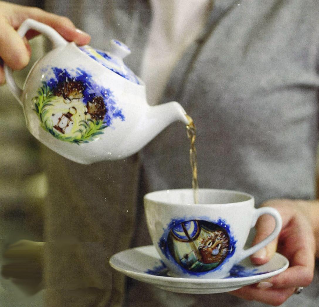 Рисуем на чайном сервизе