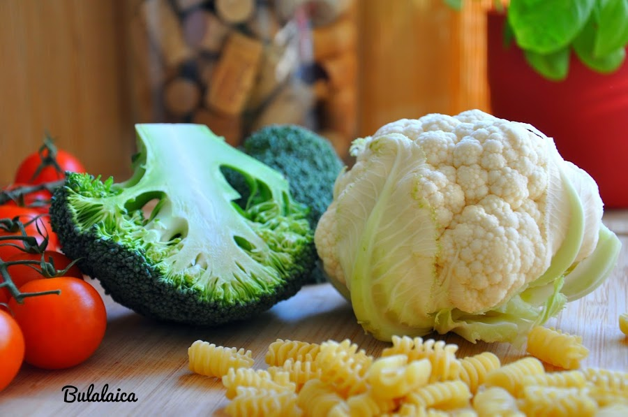 Radiatori con salteado de brócoli, coliflor y boletus by Bulalaica
