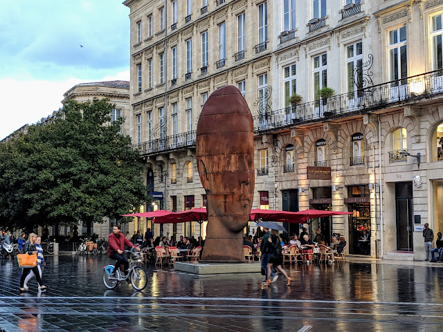 3 days in Bordeaux France: Sculpture near the Opera House