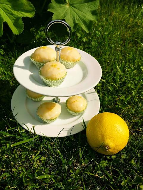 Wenn dir das Leben Zitronen gibt, backe leckere Zitronenmuffins. Oder einfach gesagt das beste Zitronenmuffinsrezept, das ich je gemacht hab!