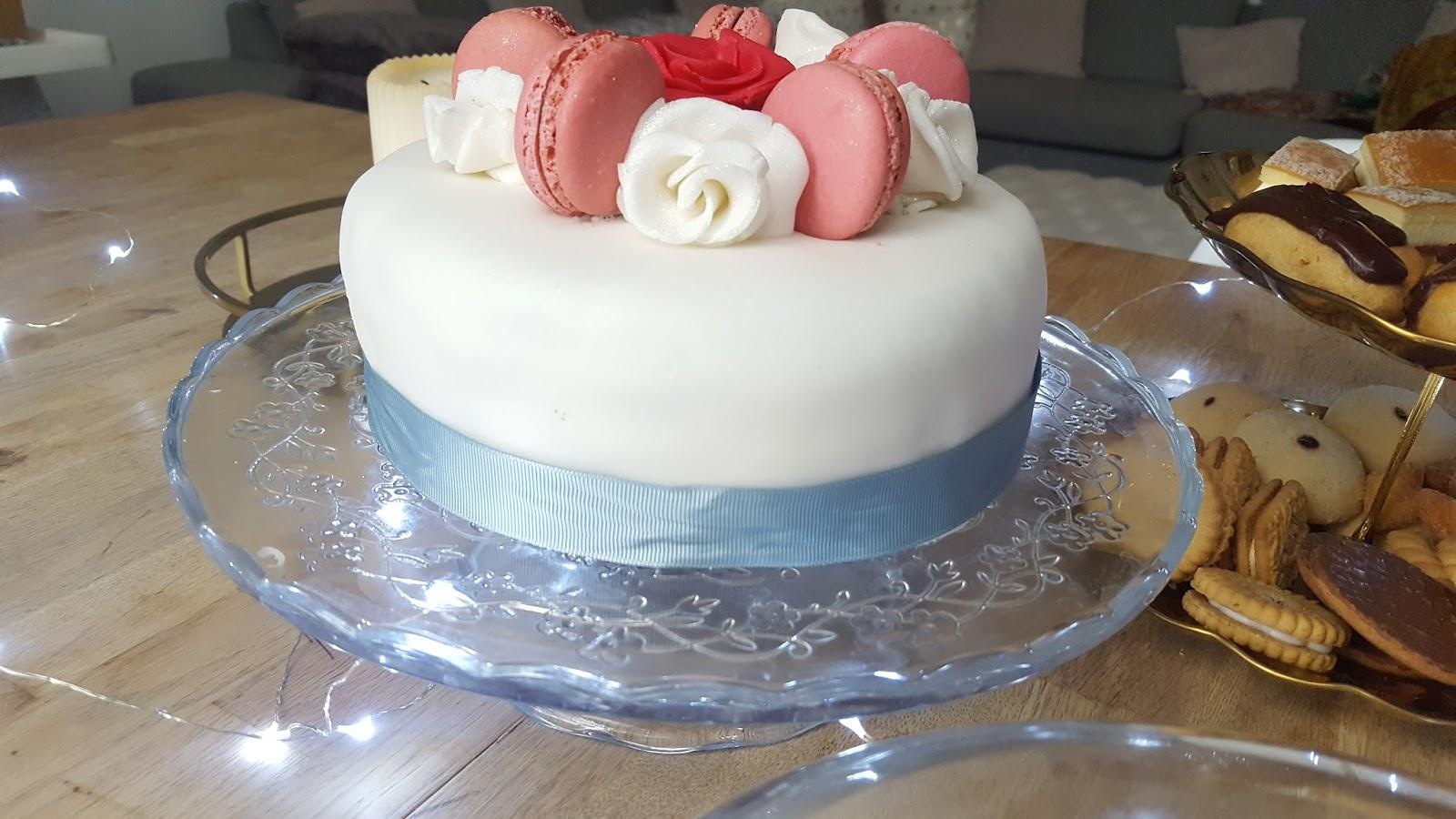macaron icing cake