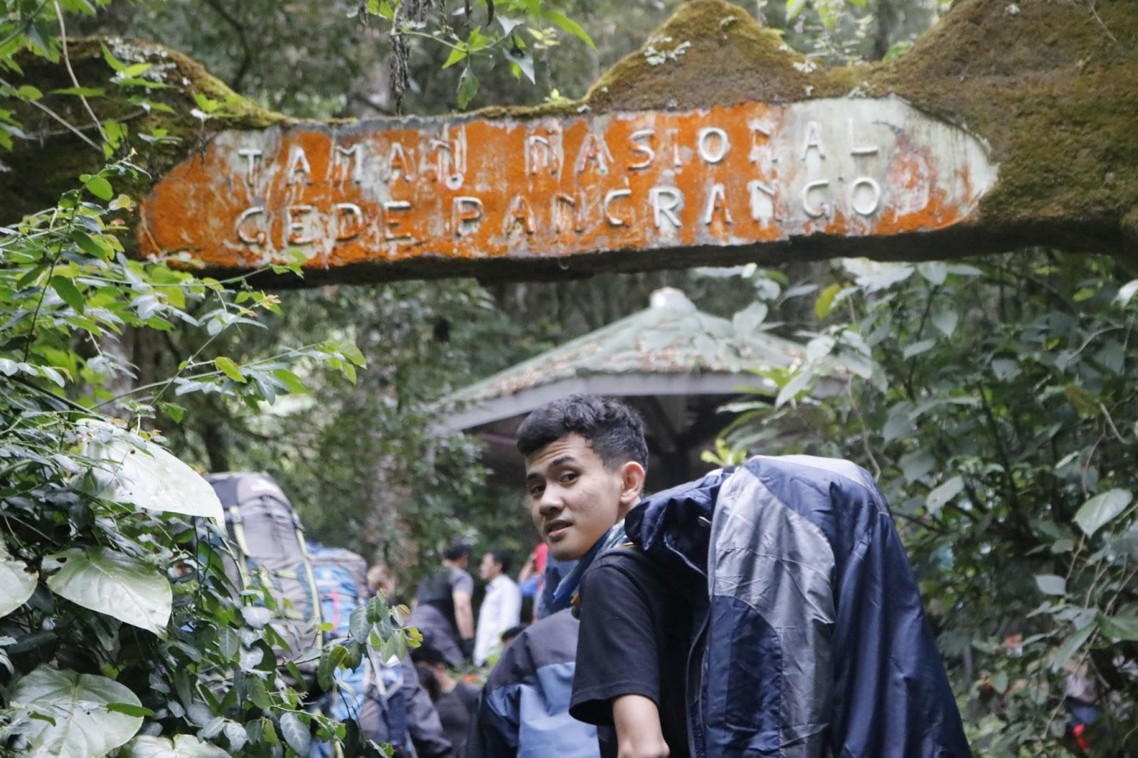 gerbang pendakian gede