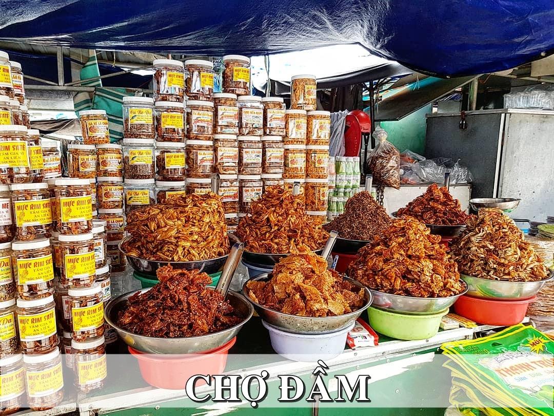 Sạp hàng đặc sản chợ Đầm Nha Trang