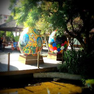 Decoração de Páscoa, na Praça Major Nicoletti, em Gramado