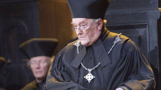 Рбърт Харди като Корнелиус Фъдж в Хари Потър и орденът на феникса