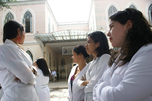 Médicos con las manos atadas