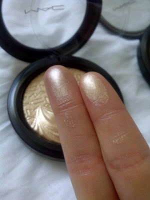 Mac Extra Dimension Skinfinish Highlighter In Quot Whisper Of
