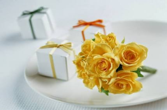 NICE YELLOW ROSES WALLPAPERS HD IMAGES FOR DESKTOP AND ANDROID