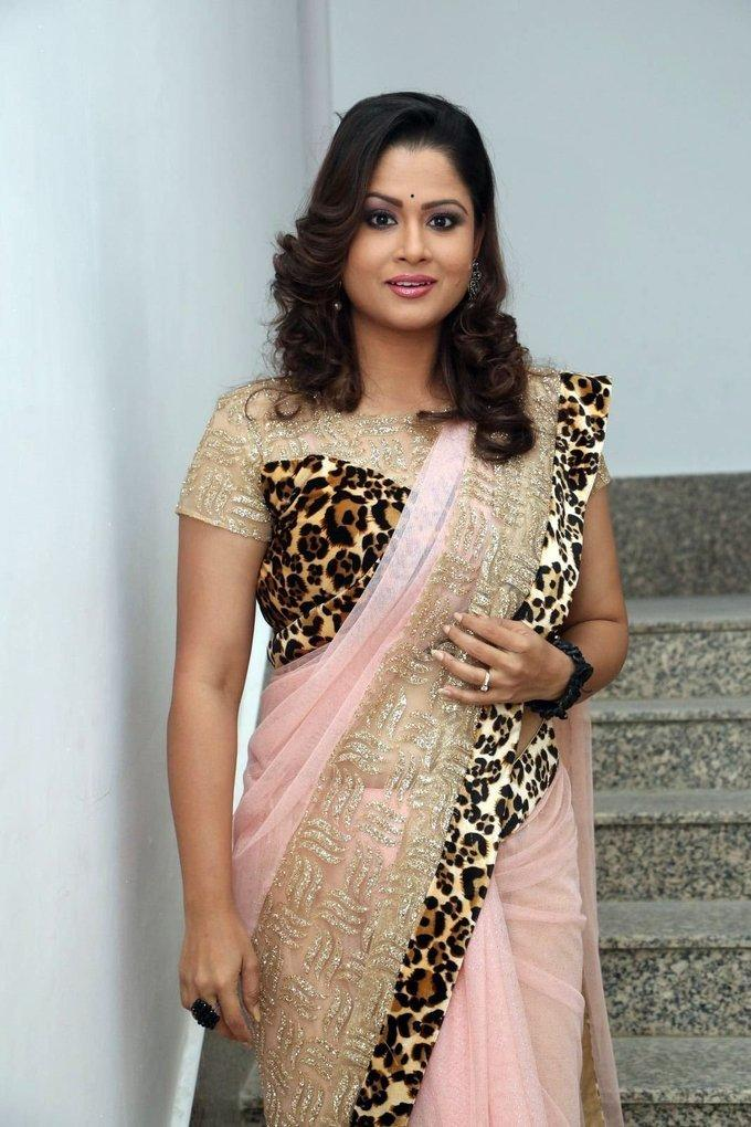 TV Anchor Shilpa Chakravarthy Hot Photos In Pink Saree