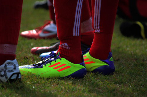 imagenes de zapatos de futbol para mujeres