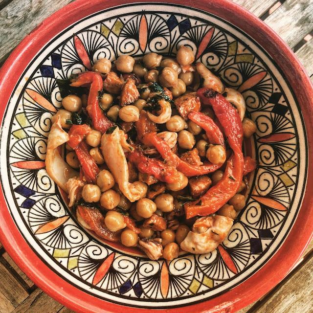 Salade healthy de calamars, pois chiches et chorizo